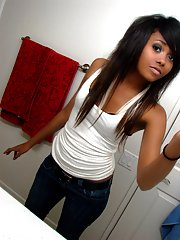 Neat mulatto cutie posing in hot pictures
